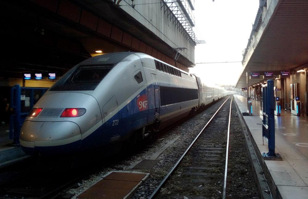 französischer Schnellzug TGVim Bahnhof von Marseille